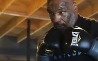 Mike Tyson v novém videu ukazuje fenomenální rychlost. Legenda boxu usilovně pracuje na návratu do ringu