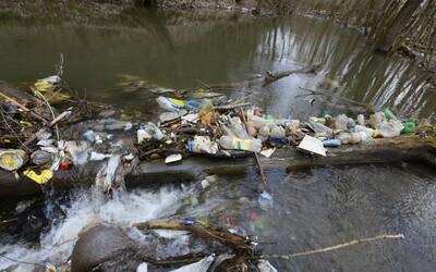 Mikroplasty sú úplne všade, ukázal nový výskum. V riekach, podzemných vodách aj na tanieri