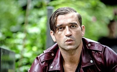 Milan Ondrík si v psychologickej dráme Nech je svetlo zahrá otca, ktorého syn sa pridal k fašistickej polovojenskej organizácii