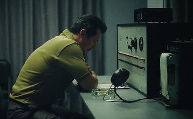 Milgramův experiment: Jak lidé bez problémů způsobují druhým bolest jen proto, že jim to bylo přikázáno