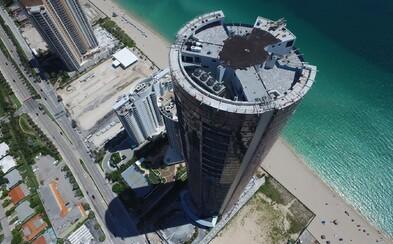 Milionári skrývajú pred hurikánom Irma svoje drahé automobily v unikátnej budove na Miami