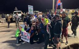 Milionový nájezd na tajnou základnu Area 51 nakonec dopadl jako menší karneval se 75 lidmi, bránu se nikdo nepokusil prorazit