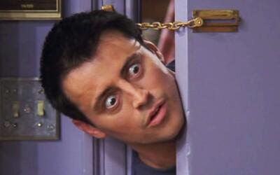 Milovaný Joey zo seriálu Priatelia posiela mileniálom jasný odkaz na ich kritiku. Žiadny humor urážajúci homosexuálov či ženy nepostrehol