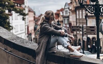 Miluje cestovanie, fotografovanie a módu. Švédska blogerka Jacqueline Mikuta a jej minimalistický šatník s prvkami rock'n'rollu