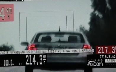 Mezi obcemi uháněl rychlostí 214 km/h. Řídil Fabii, se kterou není možné takové rychlosti dosáhnout