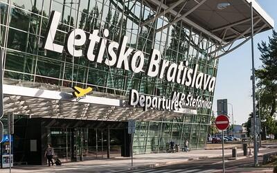 Minister Andrej Doležal chce obnoviť lety z Veľkej Británie napriek zmutovanému koronavírusu. Už o to požiadal Dopravný úrad