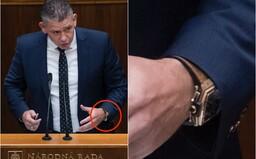 Minister Mikulec nosí 40-tisícový model hodiniek Hublot. Tvrdí, že je to dar a replika