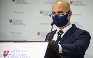 Minister školstva Branislav Gröhling dúfa, že sa vyučovanie v obmedzenej forme začne v júni
