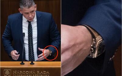 Minister vnútra Mikulec prestal nosiť napodobeninu Hublotov za 40-tisíc eur. Vraví, že nevie, či je to legálne