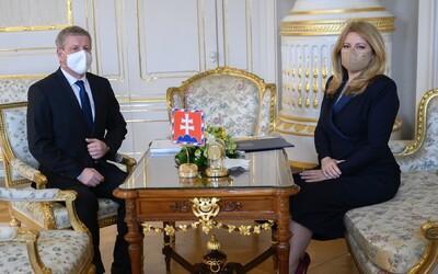 Minister zdravotníctva doniesol prezidentke Čaputovej zmluvu o Sputniku. Zaujíma ju jej obsah, ale aj dôvody utajenia