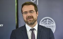 Minister zdravotníctva Krajčí: Počet hospitalizovaných bude rásť, zvážte cestu do Chorvátska