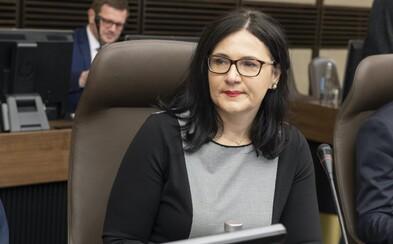 Ministerka školstva Lubyová sa vraj vyparila z úradu a nekomunikuje v krízovej situácii. Pre koronavíus sa pritom zatvárajú školy