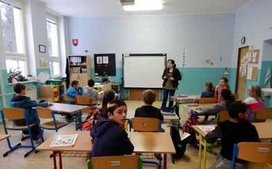 Ministerstvo potvrdilo, že na slovenských základkách mobily nie sú povolené. Môže ti ho učiteľ rovno zobrať?