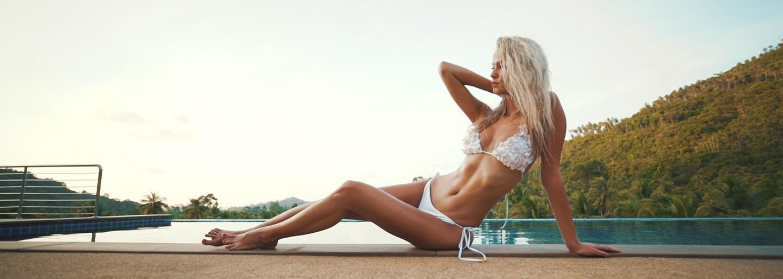 Miss Lujza Straková v horúcom videu z Thajska predstavuje plavky, ktoré dokonale zvýrazňujú ženskú postavu