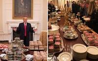 Místo slavnostní večeře podával Trump v Bílém domě McDonald's