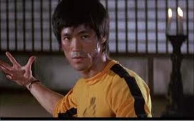 Mistr bojových umění a legenda stříbrného plátna - Bruce Lee