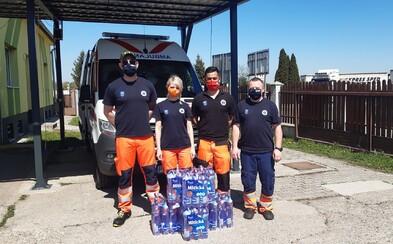 Mitická pomohla pitným režimom viac ako 300 záchranárom, ktorí každodenne čelia hrozbe nákazy