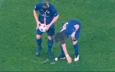 Mizící sprej ve fotbale našel svou slabinu, v hlavní roli fikaný David Luiz