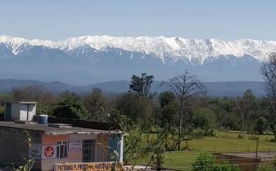 Miznúce znečistenie odhalilo Himálaje Indom, ktorí majestátne pohorie doposiaľ nemali možnosť vidieť