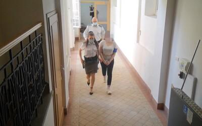 Mladá Judita obžalovaná z vraždy spolužiaka bola opäť na súde. Znalec rozoberal, ako vzniklo 49 bodnutí