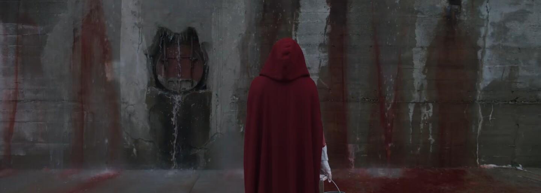 Mladá slúžka sa snaží prežiť v teokratickom totalitnom štáte v traileri pre sci-fi drámu The Handmaid's Tale