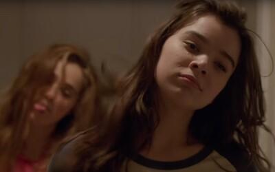 Mladé dievča zápasí s dospievaním a snaží sa o vzťah vo filme od producenta Simpsonovcov