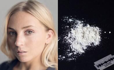 Mladej žene našli v SMS na letisku, že kedysi užila kokaín. Na 10 rokov jej zakázali vstup do USA a deportovali ju