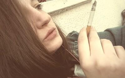 Mladí Češi kouří méně než v minulosti. Výzkumníci ale varují, že je tabákové společnosti lákají na influencery