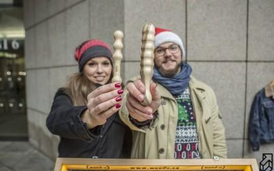 Mladí Češi vyrábí erotické pomůcky ze dřeva. Jejich výrobky jsou prý poctivá ruční práce
