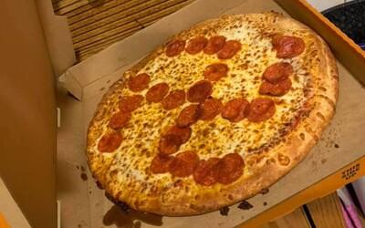 Mladíkovi prodali pizzu se svastikou. Zaměstnance, kteří ji připravili, už vyhodili