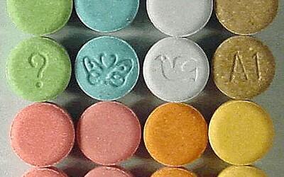 Mladý muž si v průběhu několika let dal více než 40 tisíc pilulek extáze