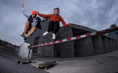 Mladý pár Slovákov cestuje po svete so skateboardom, od Španielov sa vraj máme čo učiť
