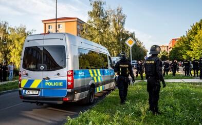 Mladý Slovák zaútočil v pražské tramvaji s nožem v ruce, způsobil těžká zranění. Hrozí mu 10 let ve vězení