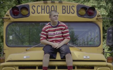 Mladý slovenský rapový talent Osem je schopný zlomiť si pri rapovaní sánku