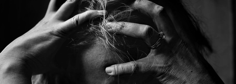 Mladých ľudí trápi stres čoraz viac. Nervovaním sa a obavami strávia denne šesť hodín