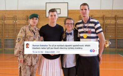 """""""Mlátit tyčí po hlavě tyhlety kretény"""" nebo """"Nechal bych je upálit."""" Akce českých studentů za rovnost spustila lavinu nenávisti"""