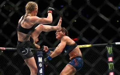 MMA bojovnce zničila soupeřku brutálním kopancem. Knokaut ji ve vteřině složil k zemi