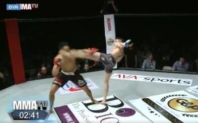 MMA bojovník chcel okoreniť súboj tancom. Súper si však zo seba srandu robiť nenechal a kopom do hlavy ho knokautoval