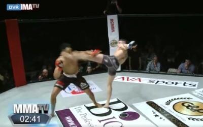 MMA bojovník chtěl okořenit souboj tancem. Soupeř si však ze sebe legraci dělat nenechal a kopem do hlavy ho knokautoval