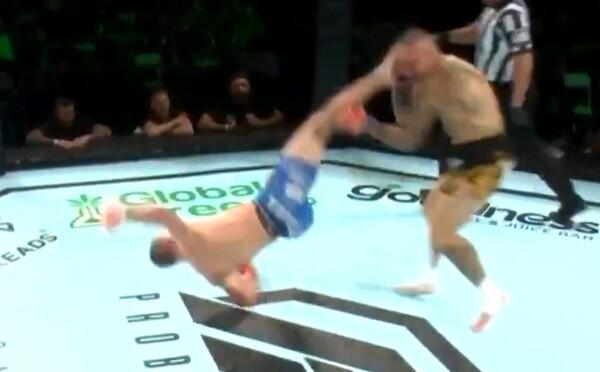MMA zápasník ukončil zápas kopem jako z Mortal Kombat. Soupeře musel zachraňovat doktor