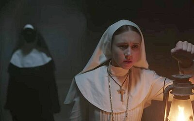 Mníška je zaujímavou poctou starým hororom, ale mnoho divákov z nej bude sklamaných