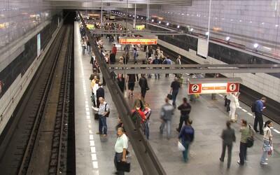 Mobilní signál je ode dneška i v tunelu metra mezi Muzeem a I. P. Pavlova. Všude bude do roku 2022