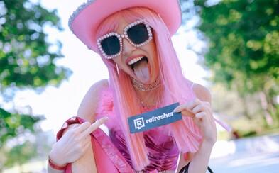 Móda z ulíc: Sexy sieťované pančuchy, drevená kabelka či ružový klobúk. Takéto outfity sme našli na poslednom Urban Markete