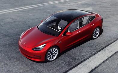 Model 3 vstúpil na trh v slabšej verzii. Stále to však nie je Tesla za 35-tisíc dolárov