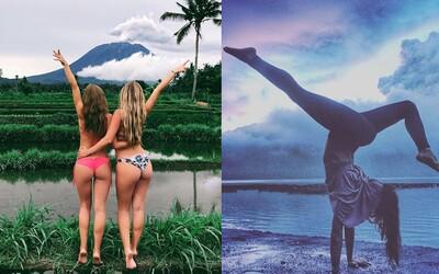 Modelky na Instagrame si z výbuchu sopky na Bali ťažkú hlavu nerobia. Nebezpečnú katastrofu využívajú ako efektné pozadie do svojich záberov