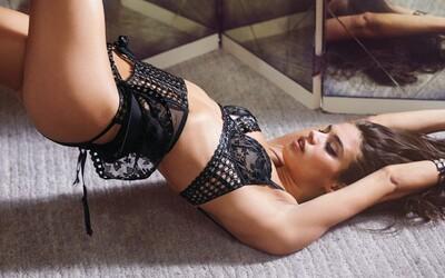 Modelky se s ochotou svlékají před objektivem francouzského fotografa, protože výsledek jejich spolupráce pokaždé stojí za to