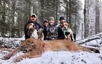Moderátor loveckej relácie sa pochválil fotkou mŕtvej pumy. Ľudia ho za to rozniesli v zuboch