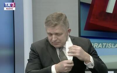 Moderátor TA3 v priamom prenose vyzval Roberta Fica, aby si dal dole respirátor: Keď sa dvaja dohodneme, tak môžeme