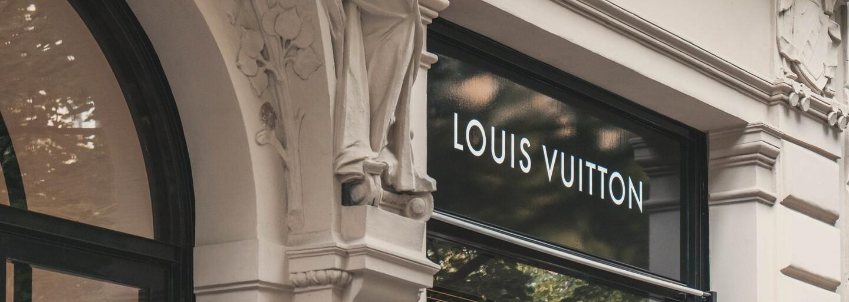 Módne značky vo Francúzsku budú musieť darovať nepredané oblečenie. Krajina chce ukončiť plytvanie