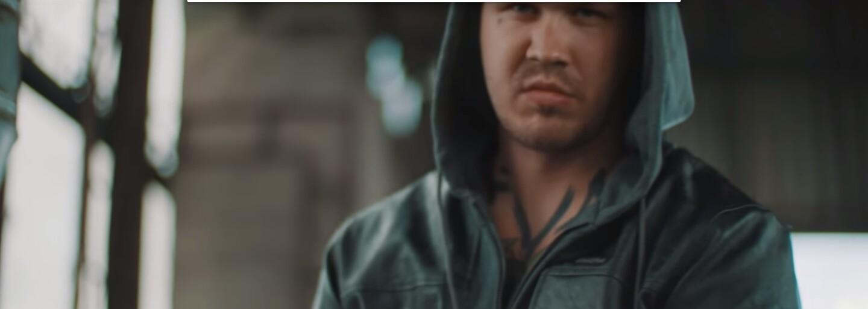 Momo posiela v najnovšom videoklipe odkaz všetkým Egovým klonom